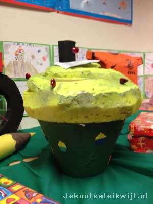 Sinterklaas Surprise Giga Cupcake