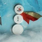 Sneeuwpop knutselen van plastic doppen