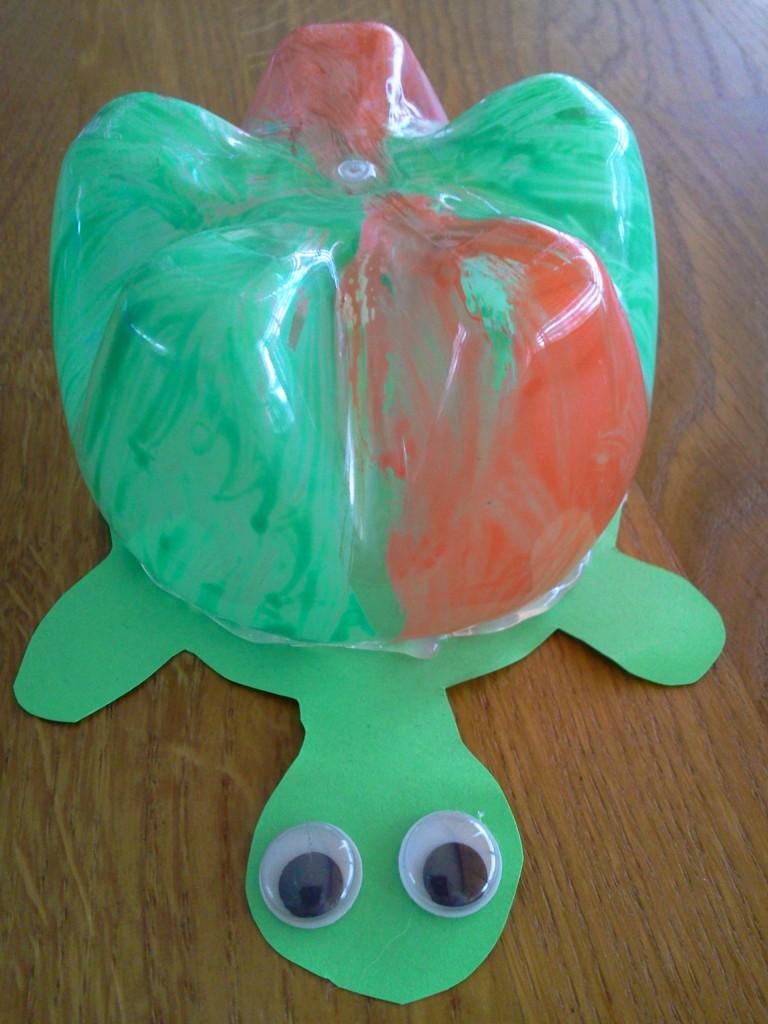 Verwonderlijk Knutsel idee schildpad van lege plastic fles AV-25