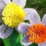 Bloemen knutselen van ribbelkarton