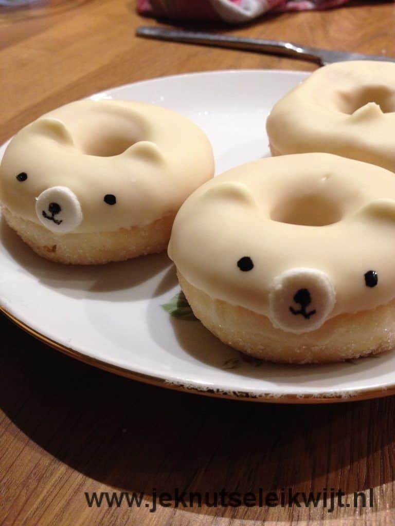 ijsbeer donuts traktatie