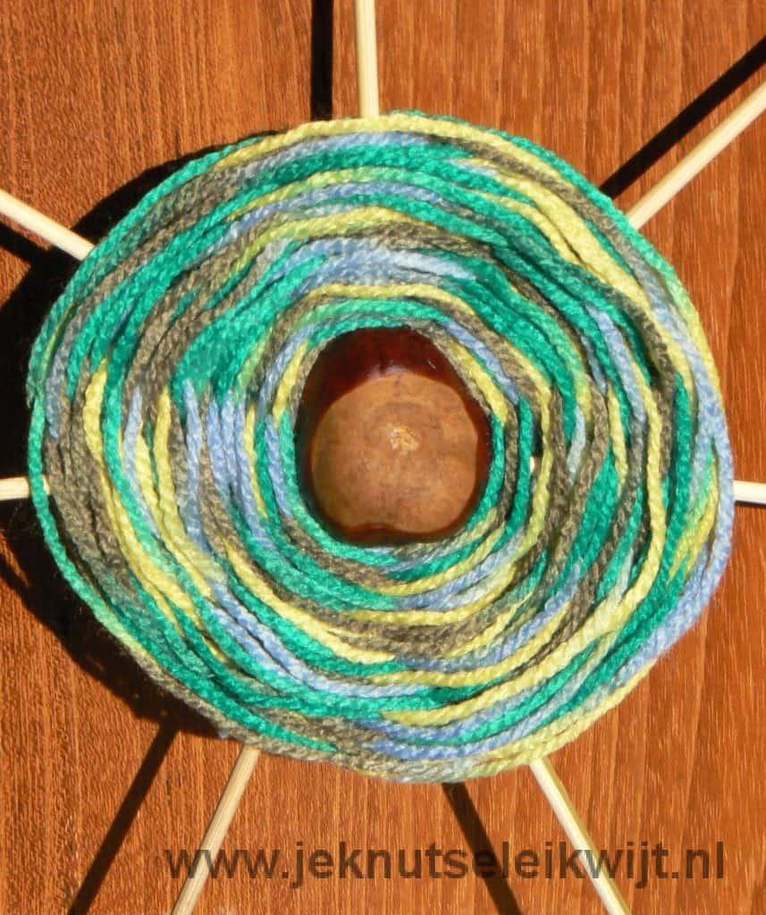 kastanje spinnenweb knutselen